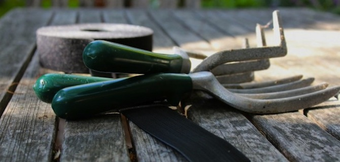 VELCRO®_Brand_Gardening_Tools_Organization