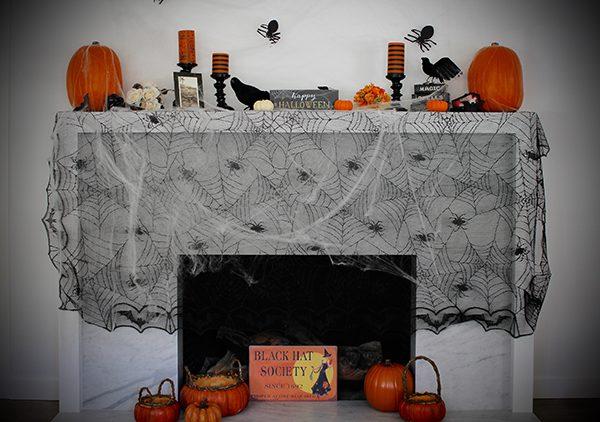 VELCRO® Brand Halloween Mantel
