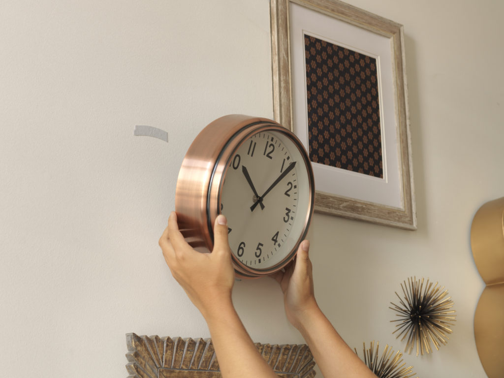 hangables wall fasteners used to hang up clock to wall with no nails