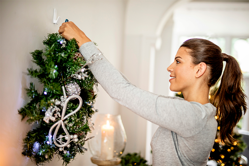 How to Hang a Christmas Wreath Without Nails