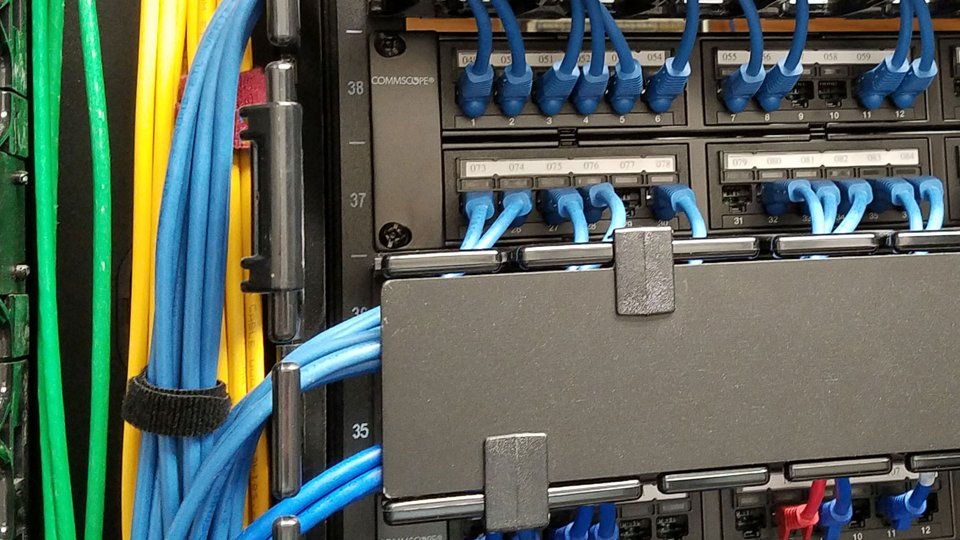 Horizontal and vertical cable management