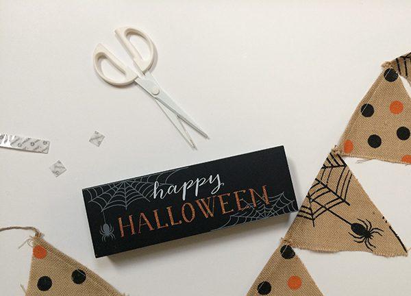 VELCRO® Brand Halloween MantelMantle